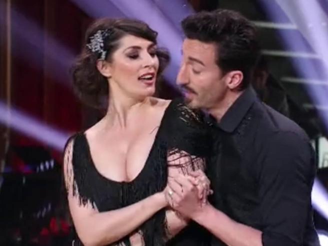 Ballando con le stelle, Elisa Isoardi si scatena con un charleston