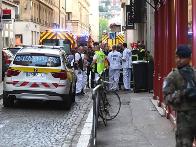Lione, fermate due persone per l'esplosione davanti alla panatteria