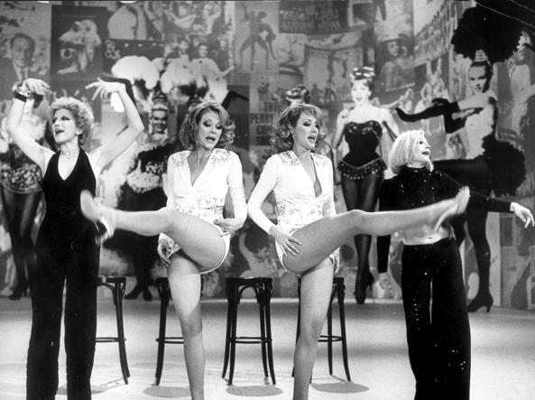 "Mina, le gemelle Kessler e Raffaella Carrà in ""Milleluci"" (1974)."