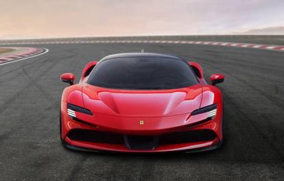 Ferrari SF90 Stradale, le immagini