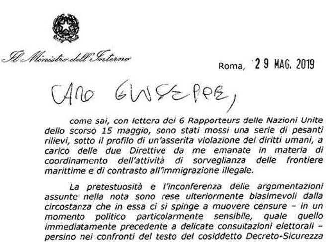 Salvini invia una lettera a Conte: serve dura risposta all'Onu sui migranti