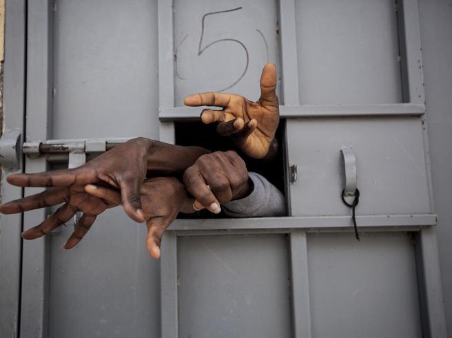 Nuovo esposto all'Aja contro l'Italia e l'Ue. «I politici responsabili di crimini contro l'umanità»