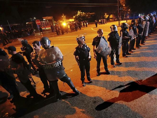 Memphis, nero ucciso dalla polizia con 20 colpi:  esplode la rabbia   Video |Le immagini