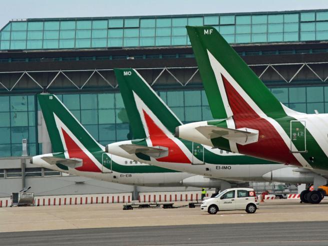 Alitalia, un altro mese per evitare il crac. E Salvini «scarica» Lotito