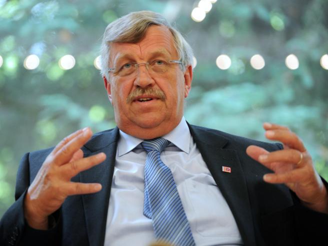 Un arresto in Germania per l'omicidio di Walter Luebcke, il politico filo-migranti