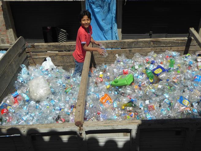 Il «miracolo» di José, che trasforma i rifiuti in soldi