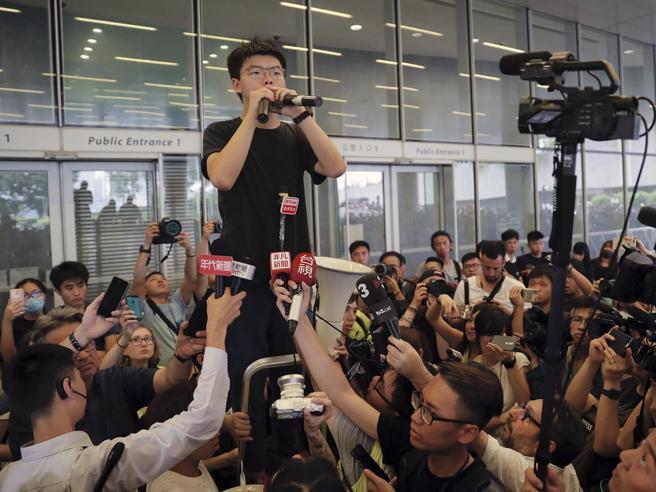 Il ritorno di Joshua Wong: «Ora Carrie Lam si deve dimettere»