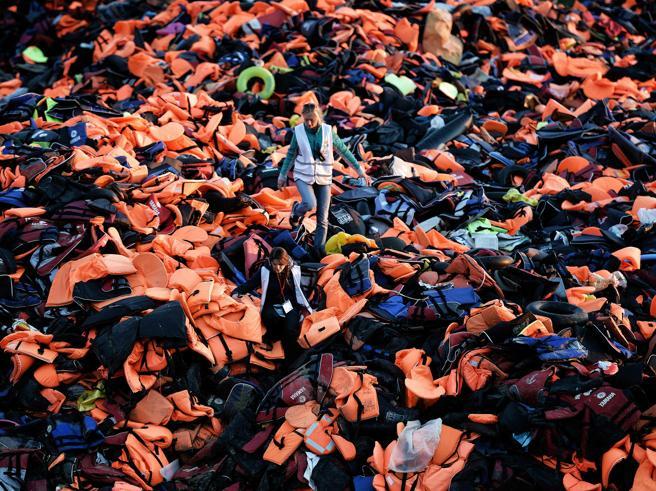 Migranti, nuovo naufragio nell'Egeo: almeno 9 morti
