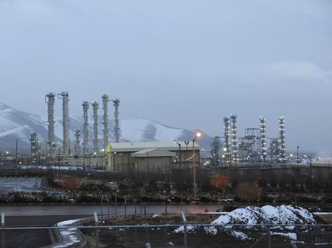 L'Iran annuncia «Tra 10 giorni superiamo i limiti delle riserve di uranio»