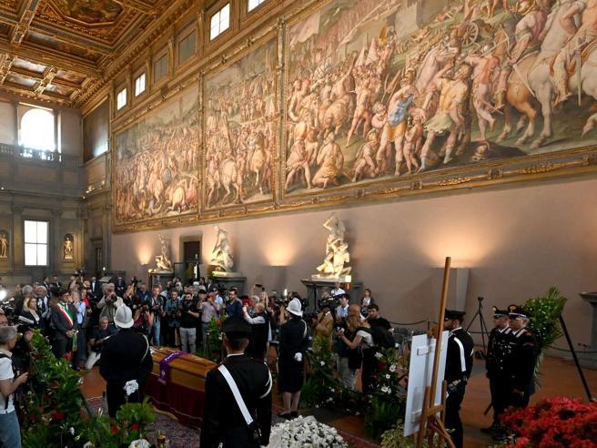 Firenze rende omaggio a Zeffirelli Camera ardente a Palazzo Vecchio