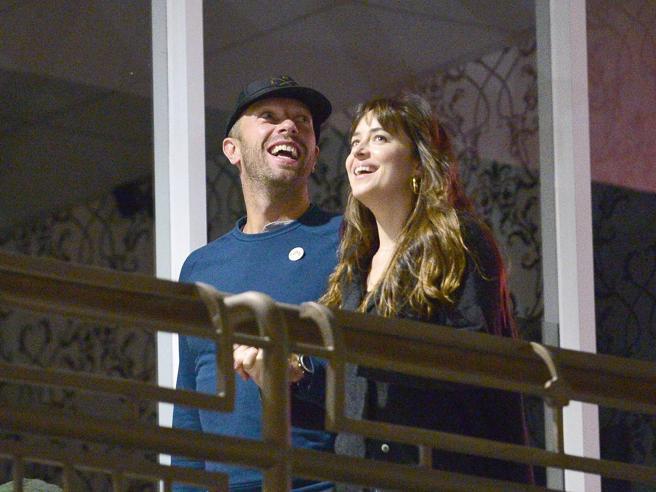 Chris Martin e Dakota Johnson si sono lasciati: lui voleva figli, lei non ancora