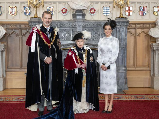 La Regina Elisabetta con i sovrani di Spagna e Olanda per l'Ordine della Giarrettiera