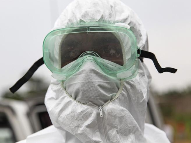 Ebola torna a fare paura. E l'Italia «esporta» prevenzione in Uganda