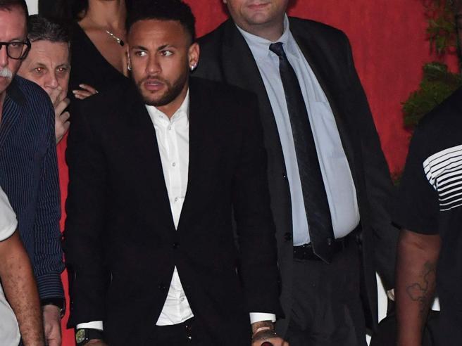 Neymar, il Psg apre alla cessione: ma servono almeno 200 milioni