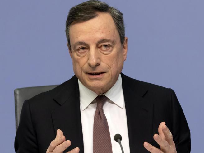 Draghi prepara la ripresa con Qe e taglio dei tassi |  «Necessari nuovi stimoli»