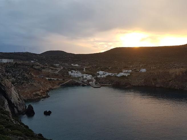 Isola greca cerca abitanti:   offre500 euro al mese per 3 anni(ma bisogna avere tre figli) Foto