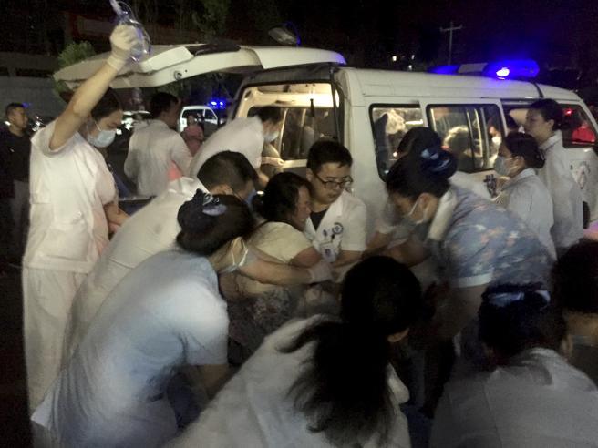 Cina, terremoto nello Sichuan:almeno 12 morti e 125 feriti