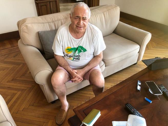 Raffaele Capasso, l'avvocato del video con Conte: «Perché ero sul balcone in mutande»