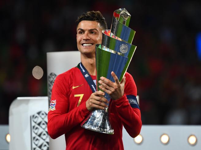 Juve: Sarri incontra Cristiano Ronaldo in Costa Azzurra e gli propone di fare il falso nove