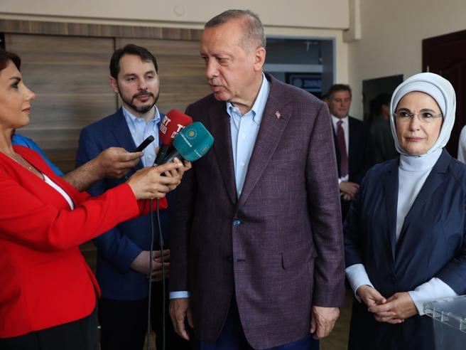 Istanbul, vince il candidato dell'opposizione ImamogluUna sconfitta per Erdogan