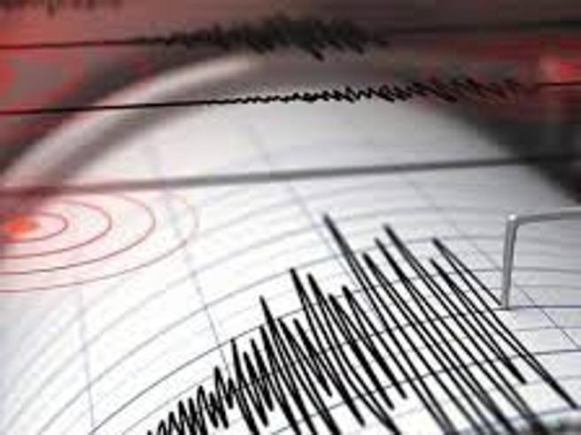 Forte scossa di terremoto sentita anche a RomaLa gente in strada