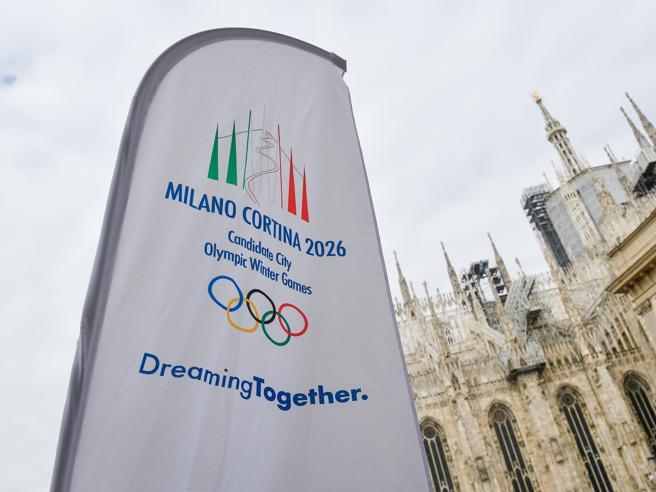 Olimpiadi, l'ora della verità per Milano-Cortina. Malagò: «Al Cio risposte brillanti»La delegazione italiana: foto