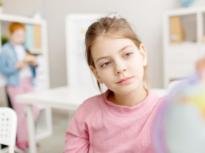 «Mia figlia di 7 anniè spesso persa nel suo mondo: potrebbe soffrire di epilessia?»