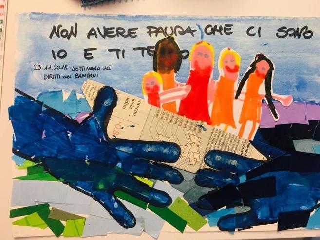 «Non avere paura, ci sono io»: i  migranti  salvati nel disegno del figlio di  Fratoianni per Salvini
