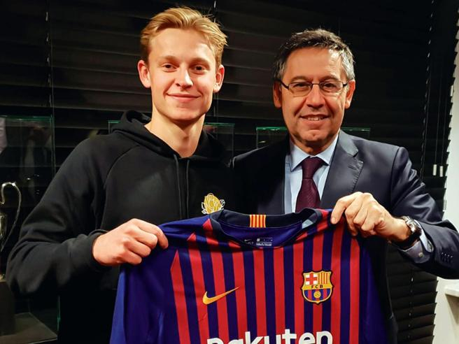 De Jong arriva a Barcellona, quanti olandesi in Catalogna: la scuola Ajax comanda al Camp Nou