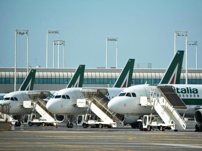 Alitalia ritorna statale, Tesoro e Ferrovie al 51%