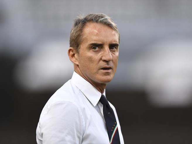 Mancini a Mihajlovic: «Sei troppo forte: questo ti fa un baffo»