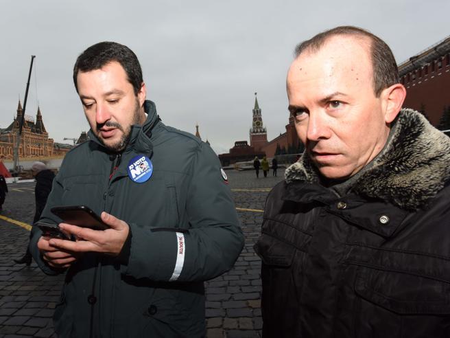 Salvini e l'arsenale sequestrato: «Neonazi volevano uccidere