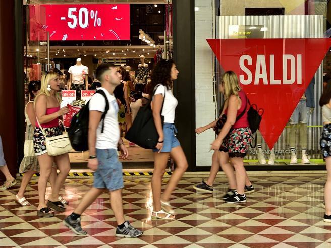 Confcommercio: Italia spaccata in due, al Sud un Pil in calo dell'8,1%