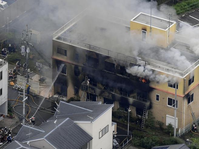 Giappone, uomo dà fuoco agli studios di animazione: 24 morti e dispersi Foto