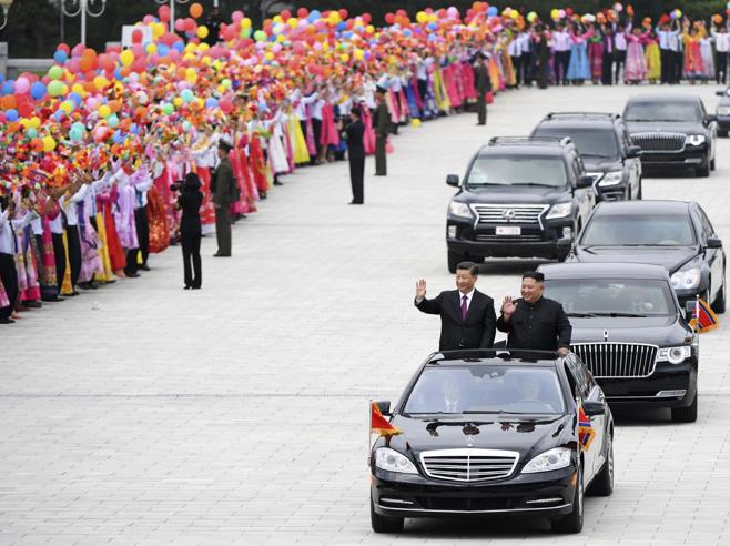 Viaggio (segreto) di 4 mesi e Kim ottiene due Mercedes simili alla «Bestia» di Trump