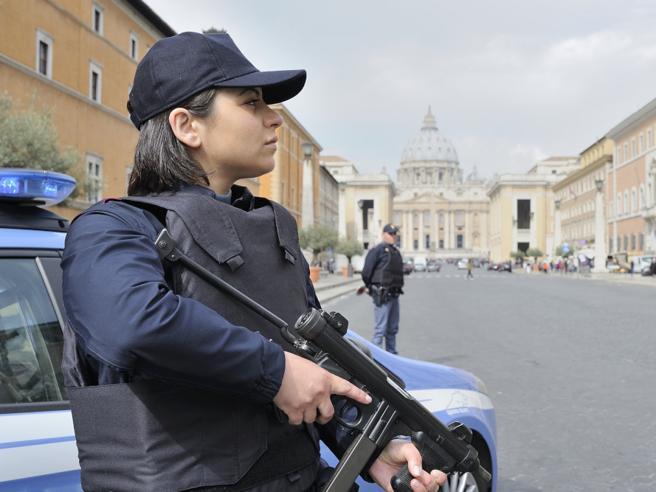 Allarme terrorismo a Roma, siriano ricercato. Intercettato al telefono: «Andrò in paradiso»