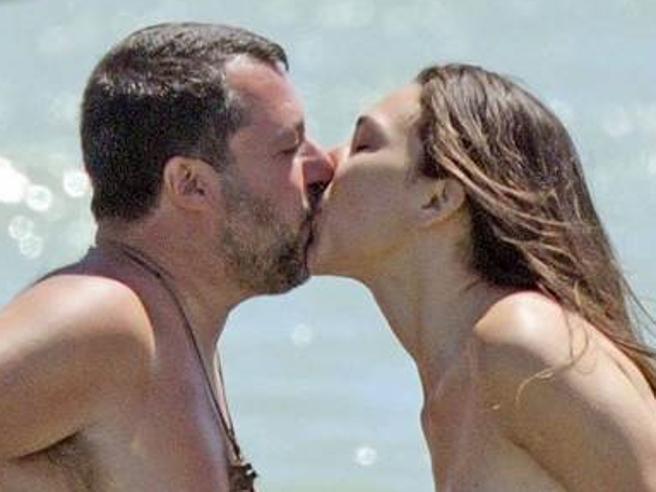 Le foto delle prime vacanze di coppia di Salvini e Francesca Verdini