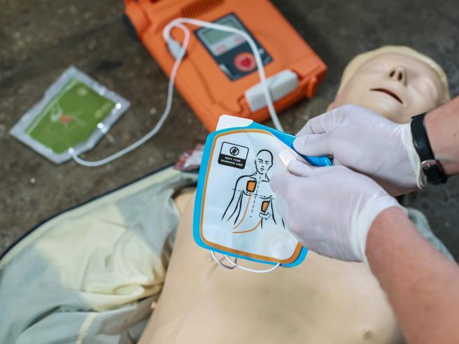 Arriva l'«immunità» per chiunque utilizzi i defibrillatori