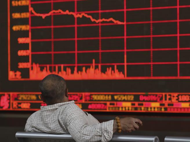 Borsa, l'Argentina affonda fino al -48%, Milano apre in calo. Tremano i mercati mondiali