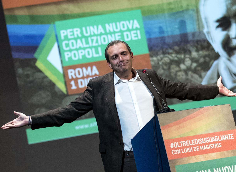 De Magistris in un'assemblea di Dema a Roma a fine 2018 (LaPresse)