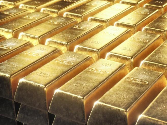Crisi sui mercati, l'oro torna sul trono e punta al record Ecco come investire: i prodotti