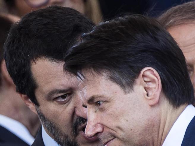 Open Arms, Trenta non firma il divieto d'ingresso del Viminale. Conte a Salvini: «Soccorri i migranti»