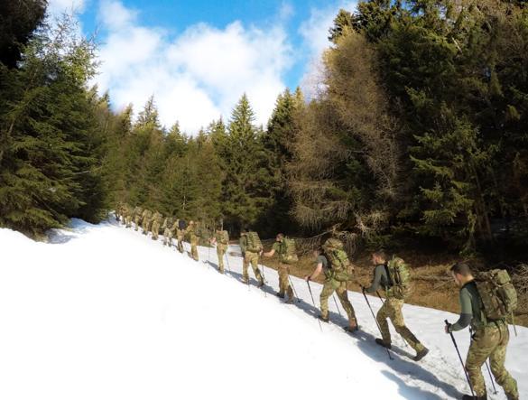 Il plotone di alpini che si addestra con il Tor des Geants, l'ultramaratona di 356 km