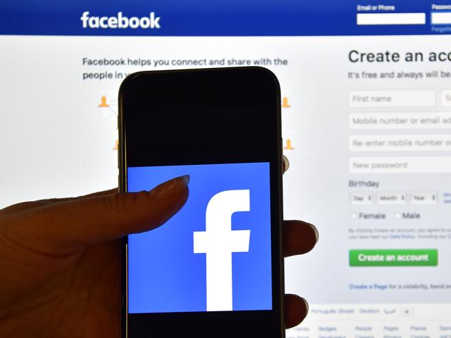 Facebook, «social media raccoglie dati audio  e li fa trascrivere»