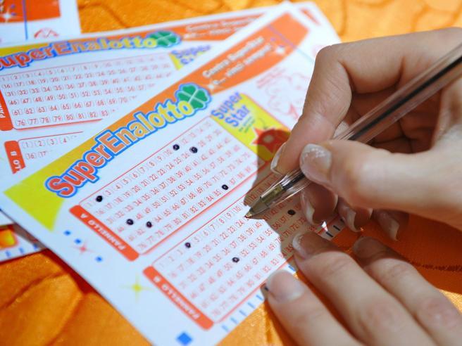 Superenalotto e lotterie: se i milionari sono più infelici di prima (o dilapidano i  soldi)