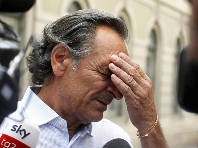 Le lacrime di Prandelli, la moglie morta e Nadia Toffa «Un esempio di  coraggio»Camera ardente: le immagini
