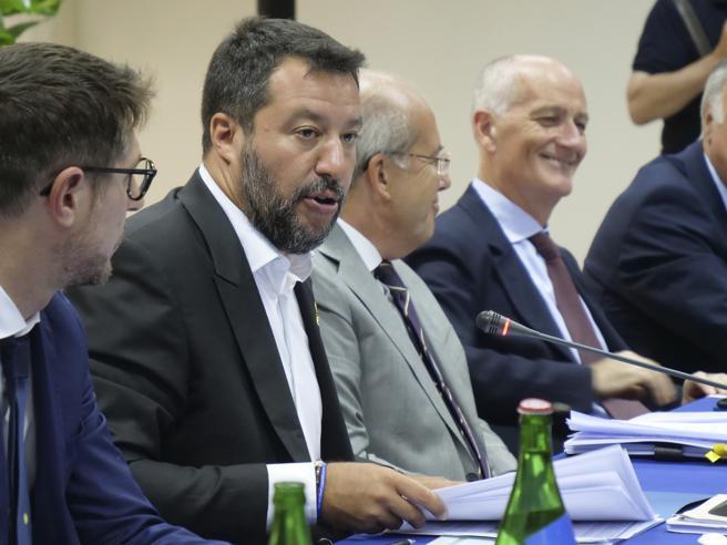 Salvini e l'idea di un rimpasto:«Il voto? Possibile anche un governo coi ministri dei sì»