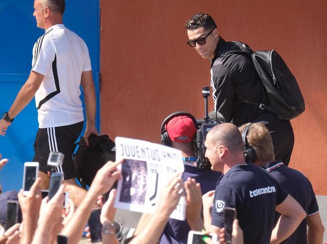 Tifoso coreano tradito da Ronaldo lo insegue in Svezia per spiegazioni