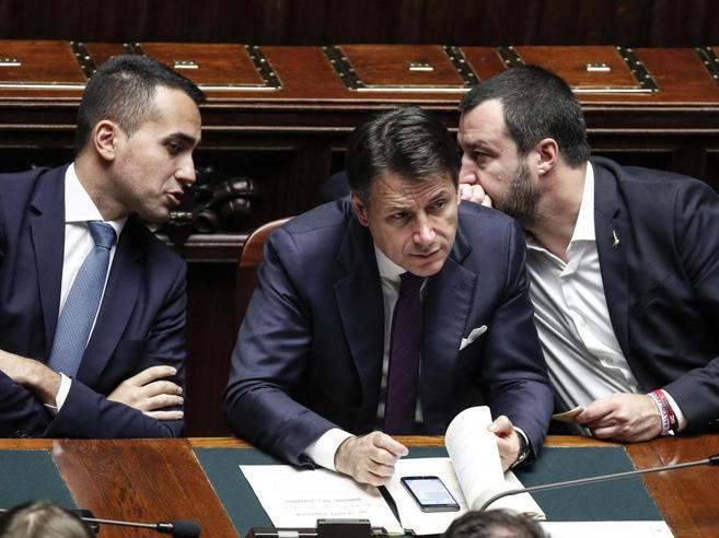 Crisi di governo,  Conte attacca Salvini e punta al bis. E ora che succede?