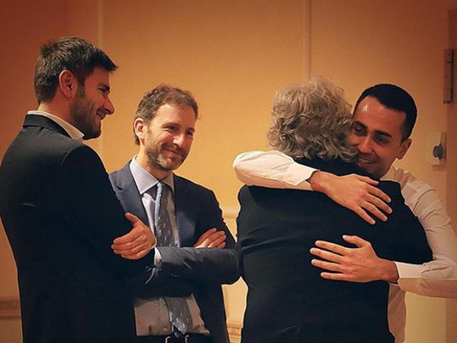 Le anime M5S in villa con Grillo: «Ora basta con Salvini, vi